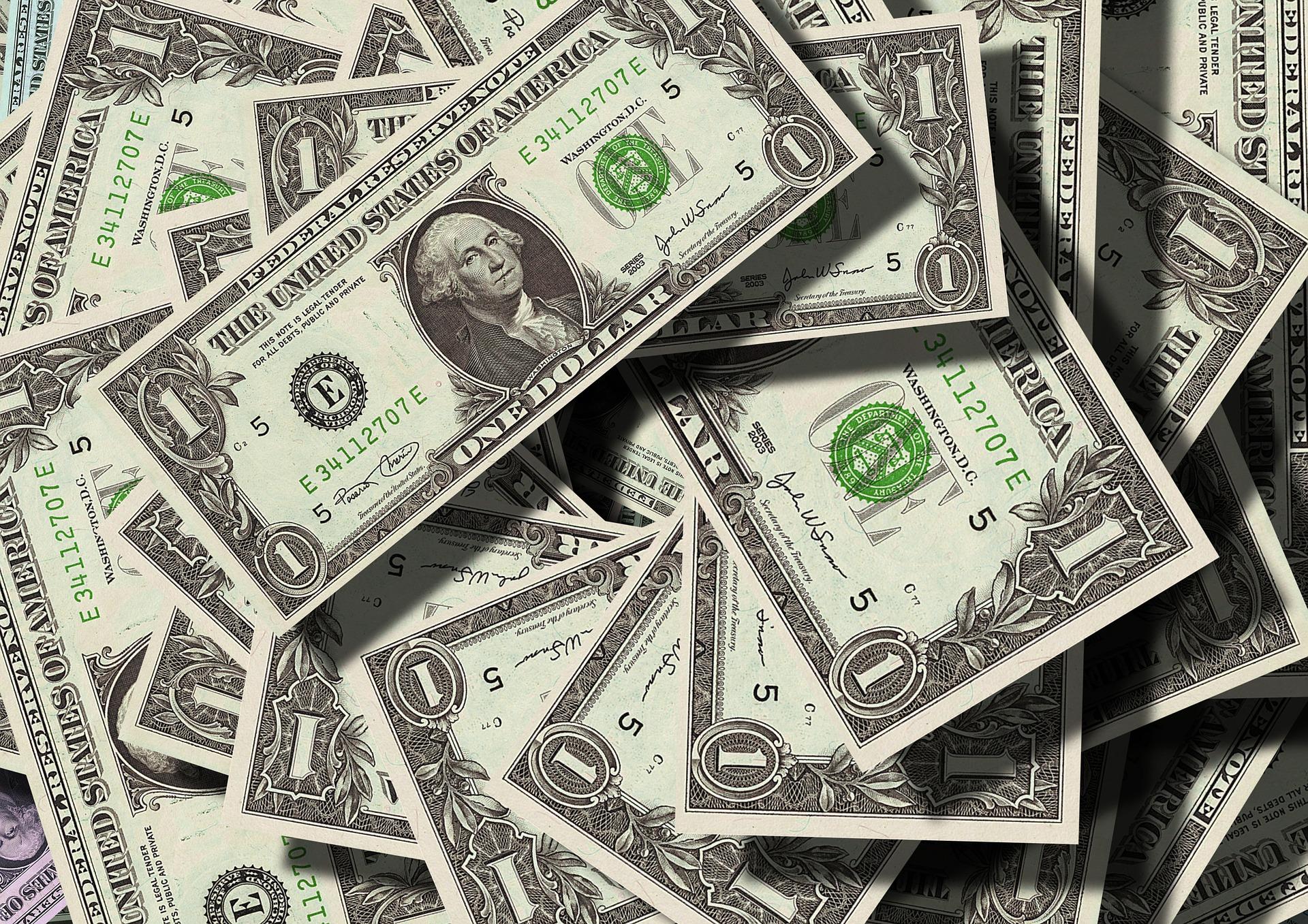 Dólar fecha em alta de 0,65%, negociado a R$ 4,32
