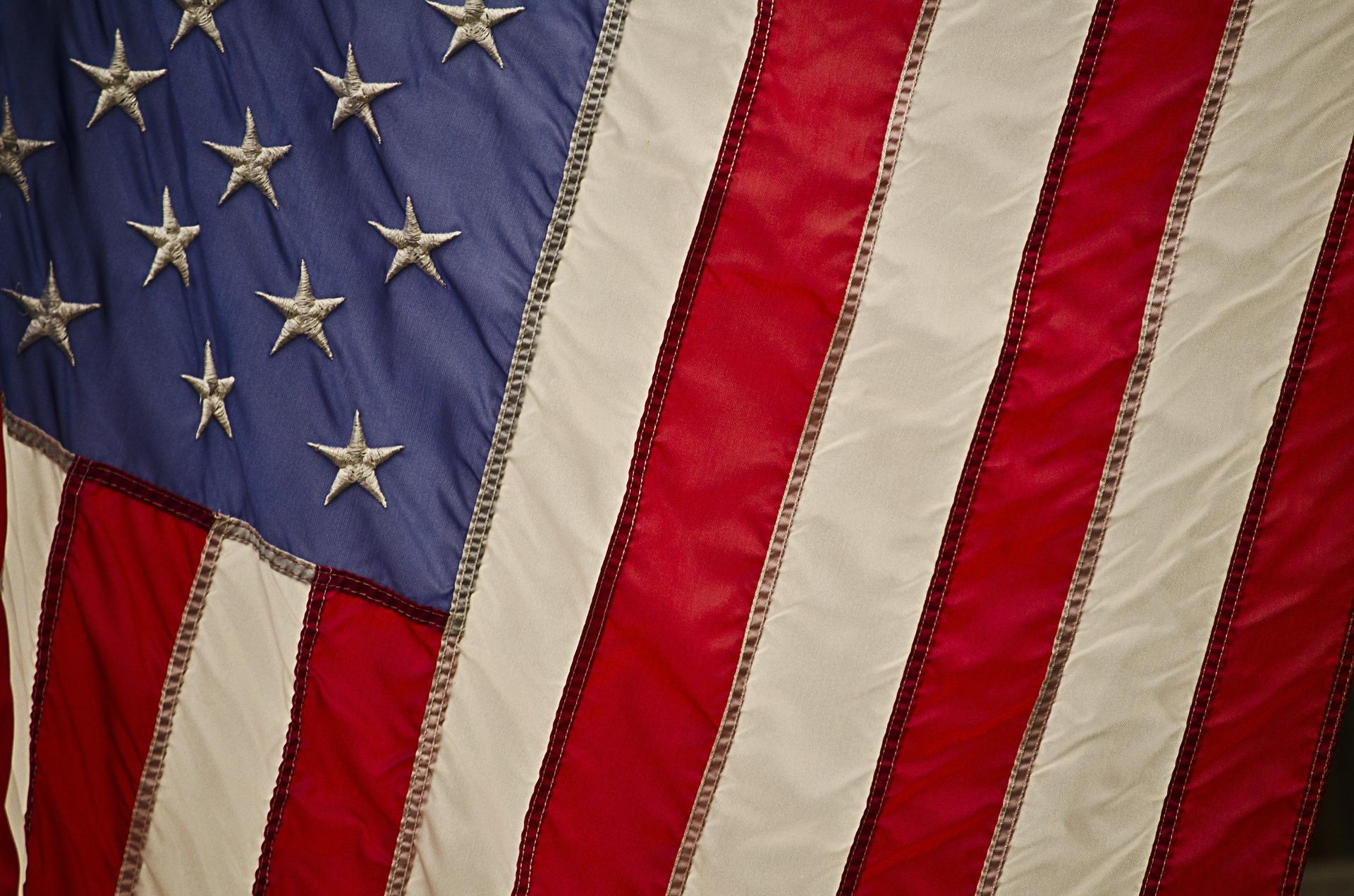 EUA: Pelosi se diz otimista em relação a novo pacote de estímulos