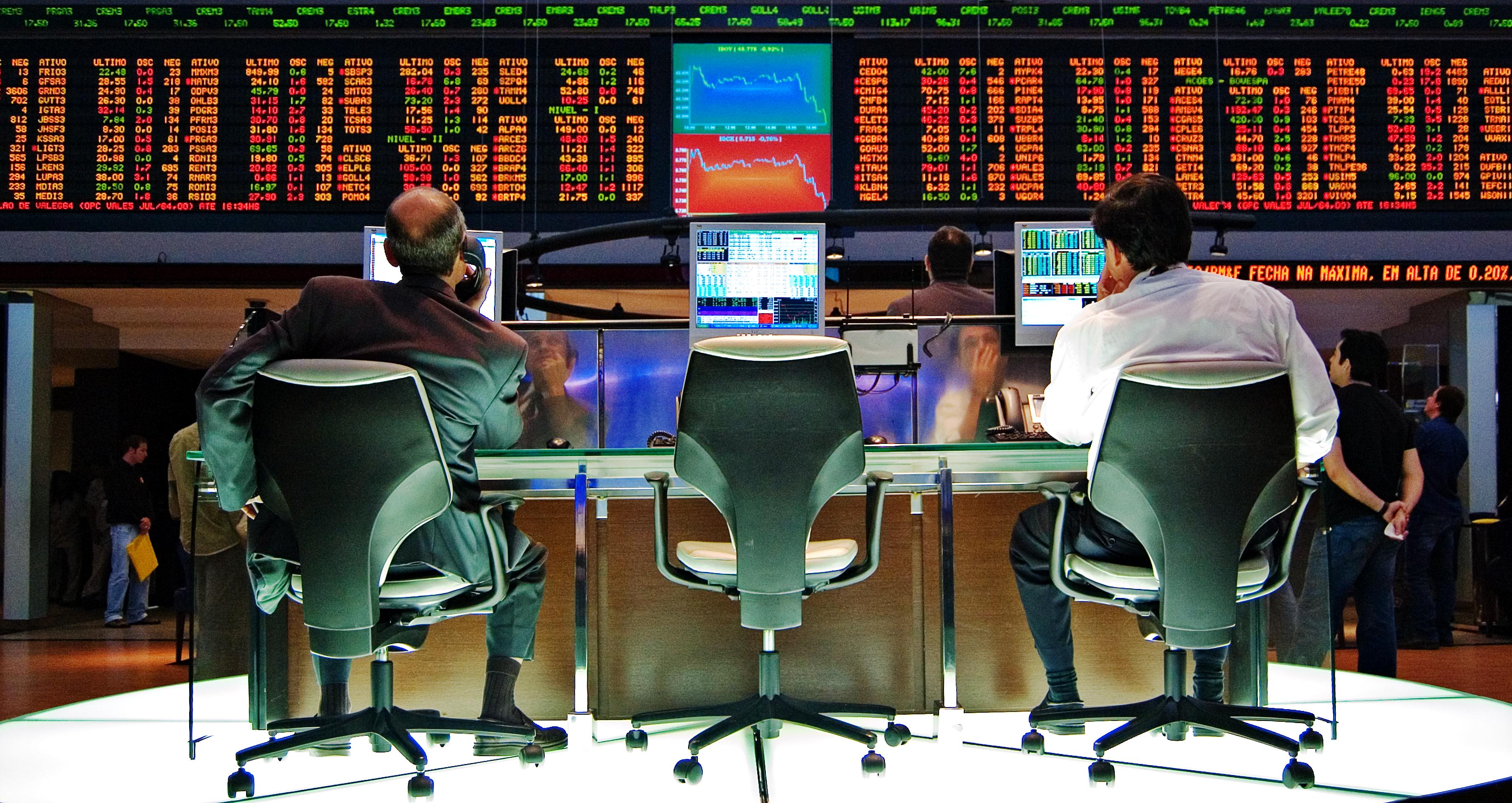 Ibovespa cai 1,13% com incertezas internas e tensões no exterior