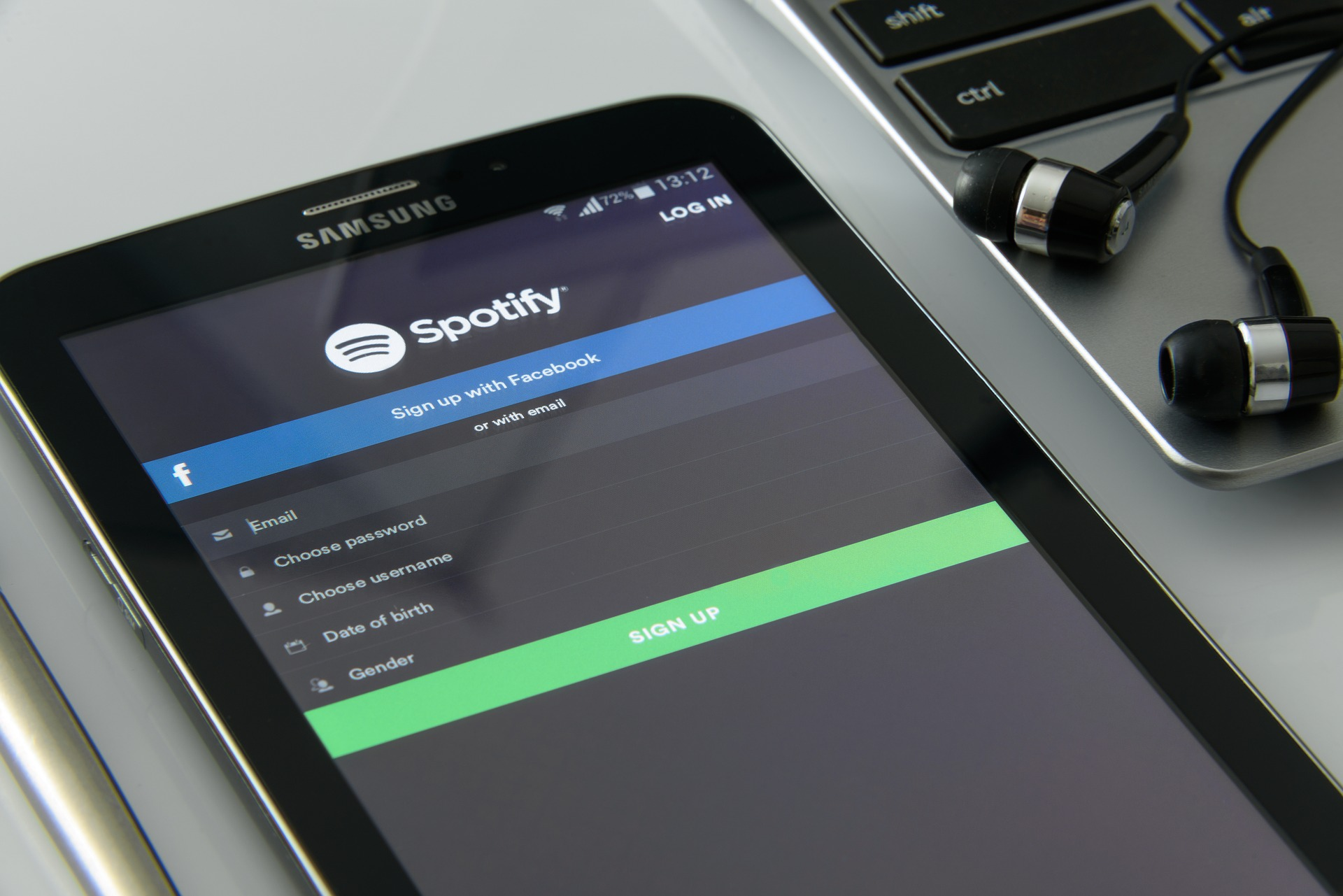 Spotify compra empresas de podcasts; lucro da empresa surpreende