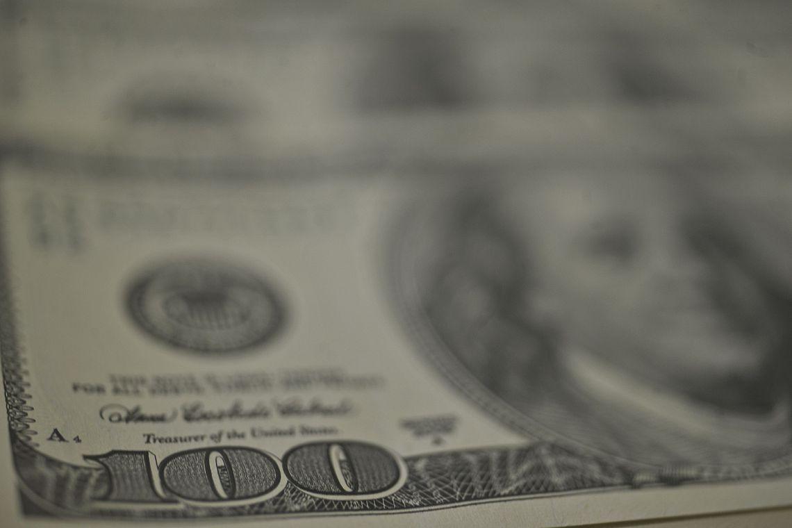 Dólar fecha em queda de 0,166%, a R$ 5,2319, com Fed e Copom