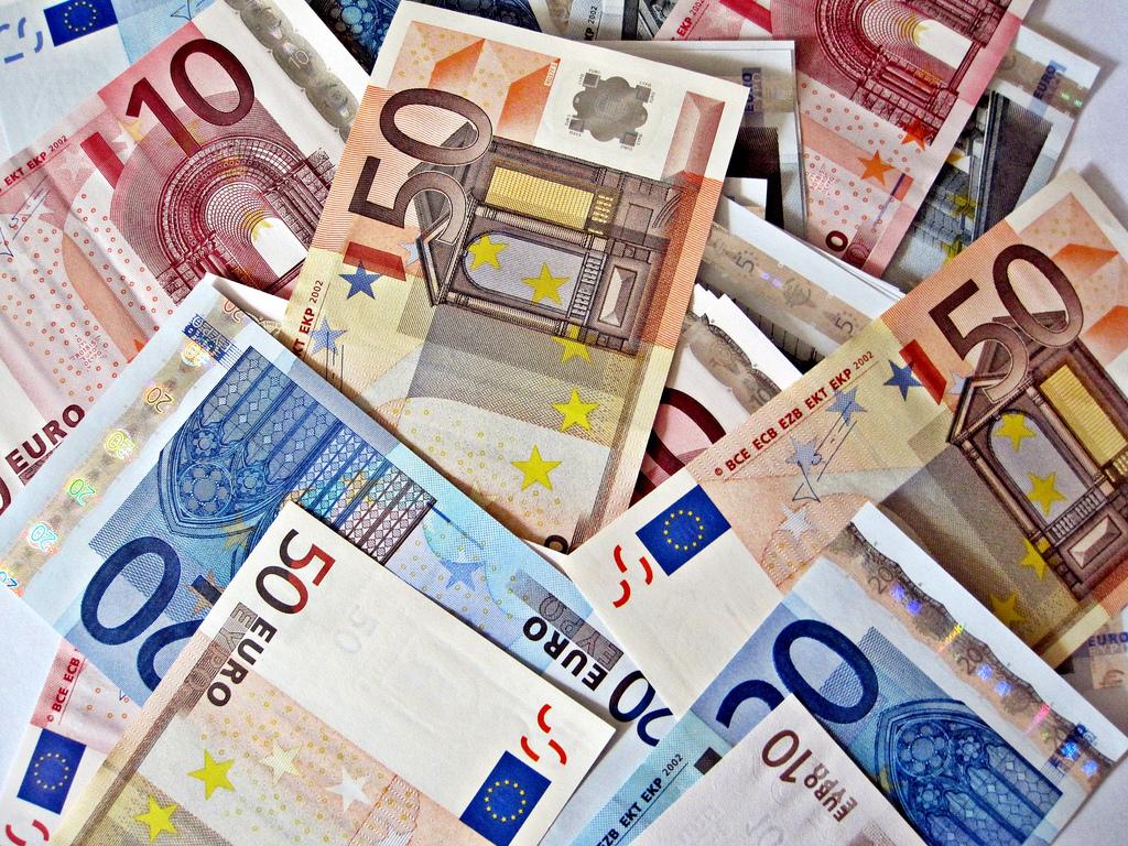 BCE rechaça críticas sobre juro negativo e defende medida