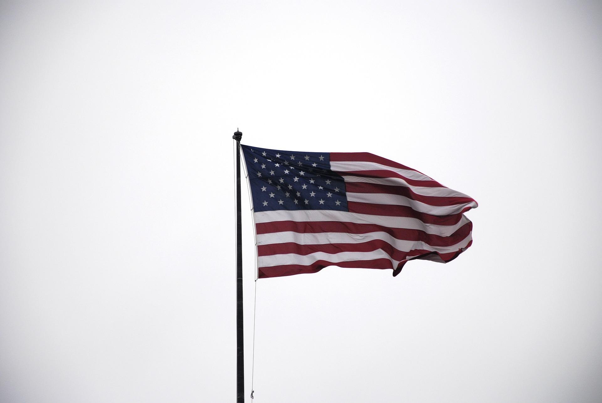 Governo dos EUA enviou US$ 1,4 bi de estímulo a americanos falecidos