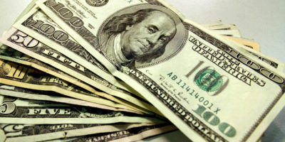 Dólar sobe pela quarta vez seguida e é cotado a R$ 3,8902