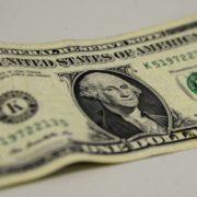 Dólar encerra em alta de 0,58%, cotado em R$ 4,18