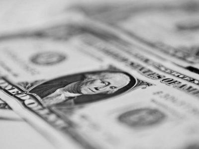 Dólar cai para menor valor em 4 meses com otimismo sobre a Previdência