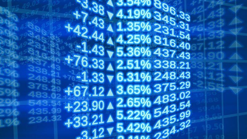 Ibovespa sobe 1,36%, à beira dos 102 mil pontos, puxado por bancos