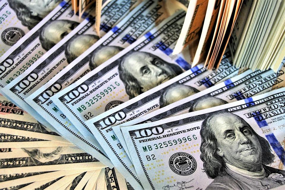 Dólar encerra em alta com China em busca de acordo comercial