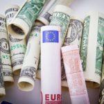 Dólar inicia a semana em alta de 1,5%, sendo negociado a R$ 5,23