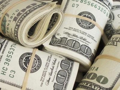 Dólar encerra em leve alta de 0,13%, cotado a R$ 4,32