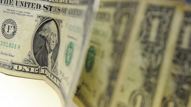 Dólar salta 1,151% para R$ 5,22, mas fecha maior queda mensal de 2020