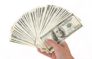 Dólar alcança R$ 4: entenda os quatro principais motivos