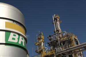 Petrobras (PETR4) registra recordes de Diesel S-10 e de GLP