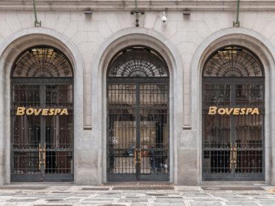 O Ibovespa travou as negociações após uma queda de 18,97% e todas as ações entraram em leilão. Clique aqui para saber mais.