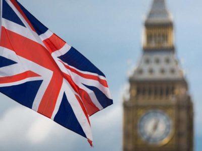 Brexit: Parlamento aprova saída da UE, mas nega acelerar processo