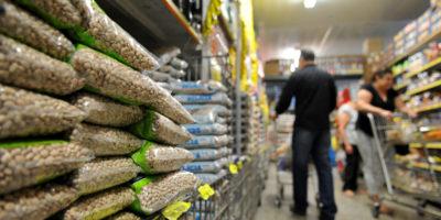 Governo revisa inflação para cima e prevê menor queda do PIB