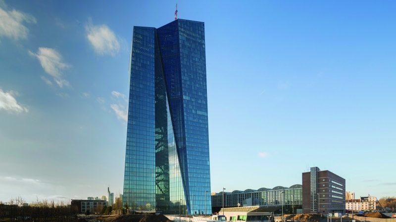 BCE pede aos bancos europeus que não paguem dividendos em 2020