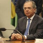 Paulo Guedes quer congelar salários de servidores públicos por dois anos