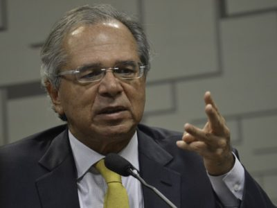 Paulo Guedes informou que medidas para combater o novo coronavírus podem alcançar o valor de R$ 1 trilhão. Clique aqui para saber mais.