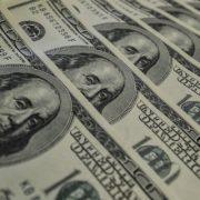 O dólar encerrou nesta segunda-feira (6) em queda de 0,64%, negociado a R$ 5,292 na venda. Clique aqui para saber mais