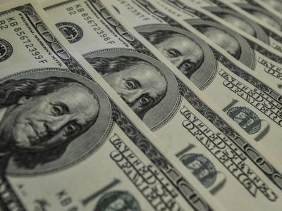Dólar fecha abaixo de R$ 4,20 com queda de 0,26%