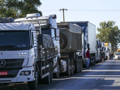 Greve dos caminhoneiros fracassa e lideranças culpam motoristas