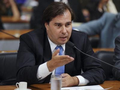 Grandes privatizações não serão realizadas pelo governo Bolsonaro, diz Maia