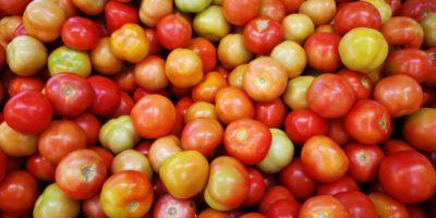 Inflação para famílias de baixa renda avança; preço do tomate é destaque