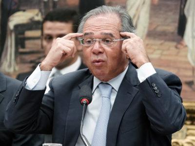 """O ministro da Economia, Paulo Guedes, declarou que o governo está """"entrando com um aumento de imposto sobre dividendos"""". Clique e saiba mais."""