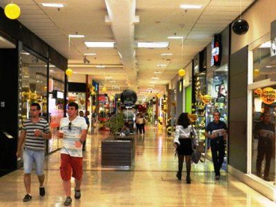 Comércio perdeu 80 mil empresas em 4 anos, divulga IBGE