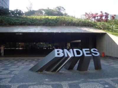 BNDES contrata bancos para venda de participação na JBS