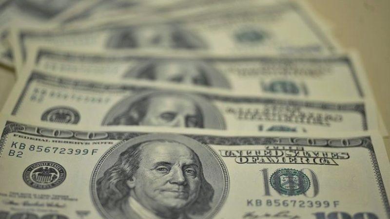 Dólar encerra em queda de 0,55% durante feriado nos EUA