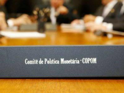 """Copom indica """"interrupção"""" de cortes da taxa Selic"""