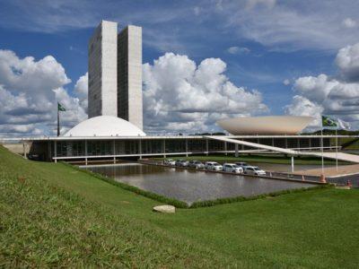 Coronavírus: Brasil confirma 98 casos e transmissão comunitária