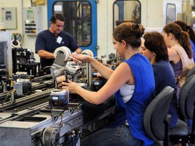 IBGE: Setor de serviços cresceu 0,3% no mês de abril