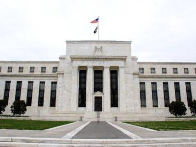 Presidente do Fed diz que consumidores manterão cautela após pandemia