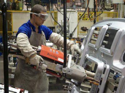 Confiança da indústria avança 1,5 ponto em janeiro, aponta FGV