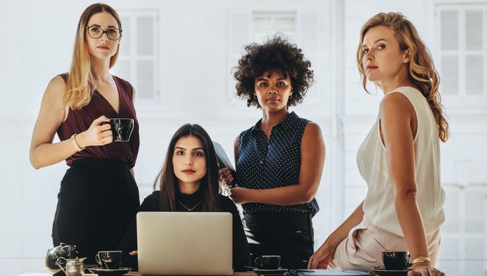 Mulheres na Bolsa: confira 3 ações de empresas lideradas por brasileiras