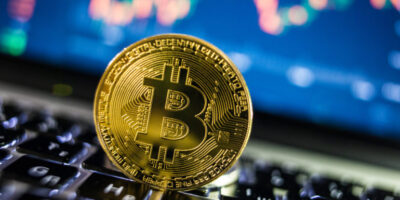 Bitcoin avança e se aproxima de máxima histórica