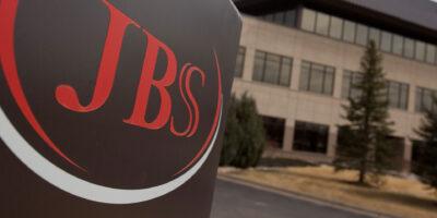 JBS (JBSS3) supera Petrobras para se tornar maior empresa em receita do Brasil