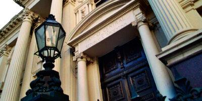Bancos da Argentina venderão dólar para tentar estabilizar o câmbio
