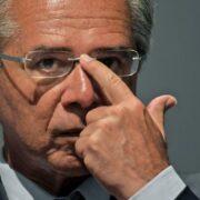 Guedes testou negativo para covid-19 na semana passada, diz Economia