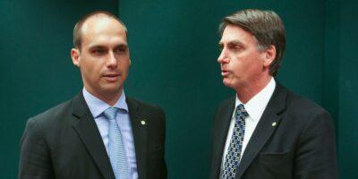 Indicação de Eduardo à embaixada está mantida, diz Bolsonaro