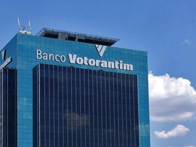 O Banco Votorantim não quebrou em 2009, mas parte de seu capital foi adquirida pelo Banco do Brasil. Clique aqui e entenda o caso.