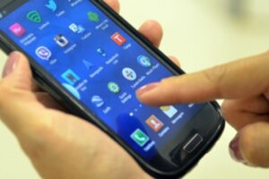 Coronavírus: governo utilizará telefones para monitorar aglomerações