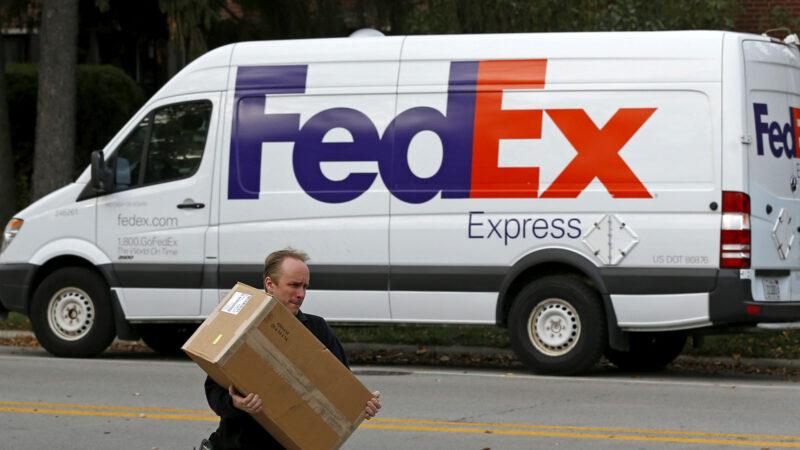 FedEx estuda possível aliança com os Correios no Brasil