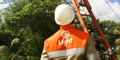 Destaques de empresas: Petrobras; Light; Arezzo; Boa Safra; Bemobi