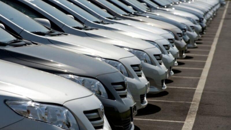 Venda de automóveis tem alta de 31% em julho, diz Fenabrave