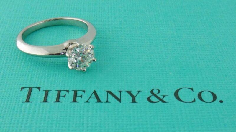 Compra da Tiffany pela dona da Louis Vuitton é aprovada pelos acionistas