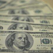 Dólar abre em queda após a divulgação do PIB chinês